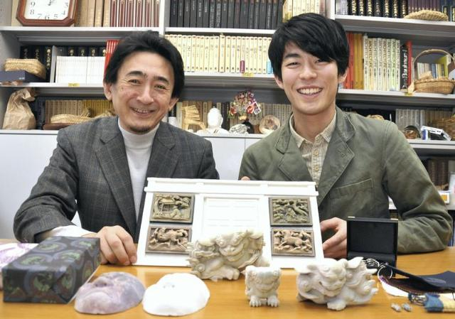 Professor Akira Ueda, and Hironobu Aoki of Chiba University. Photo via Yomiuri Shimbun.