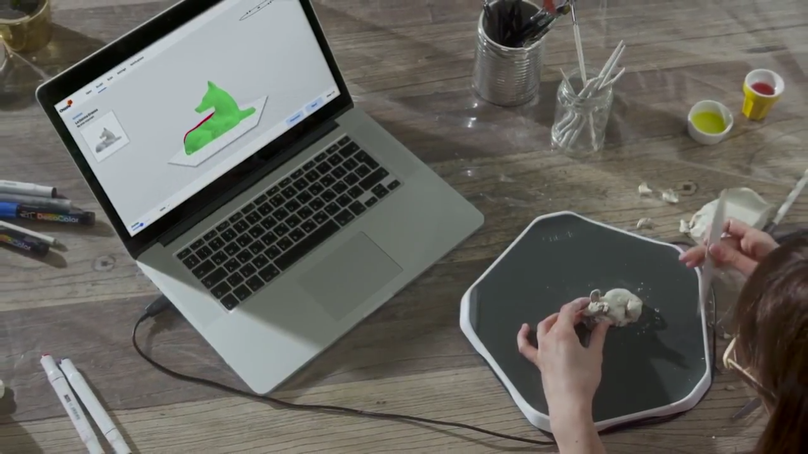 Chizzle showing how the table can be used to trace 3D objects. Image via Chizzle.