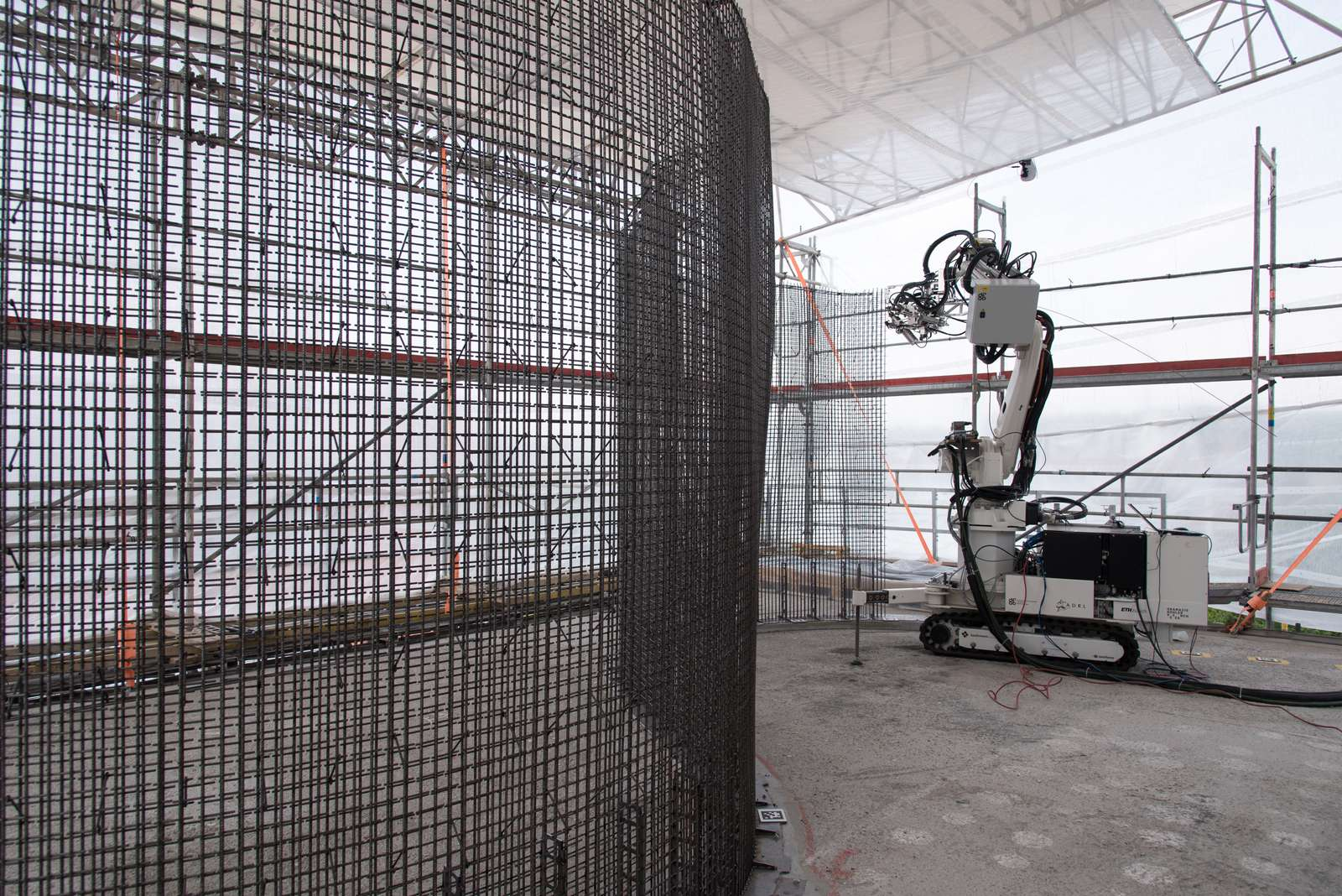 The Mesh Mould fabricating formworks. Photo via NCCR Digital Fabrication.