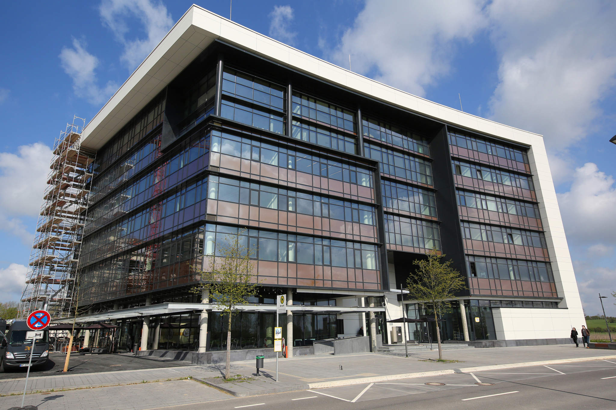 The newly built Digital Photonic Production industry building at RWTH. Photo via RWTH.