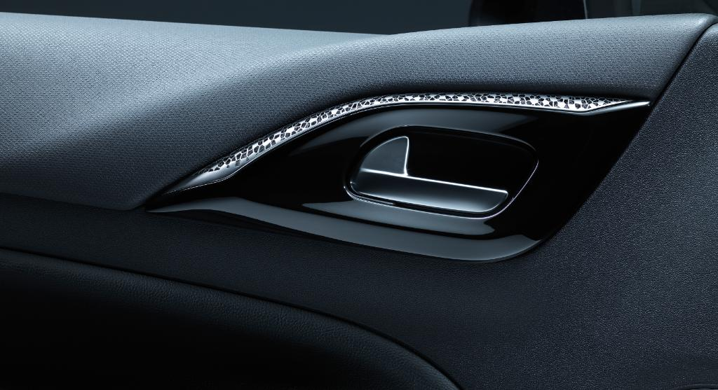 The 3D printed titanium door handle trim. Image via DS Automobiles.