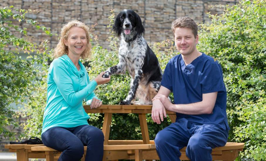 Owner Fiona Kirkland with dog, Eva and surgeon William Marshall. Photo via University of Glasgow.