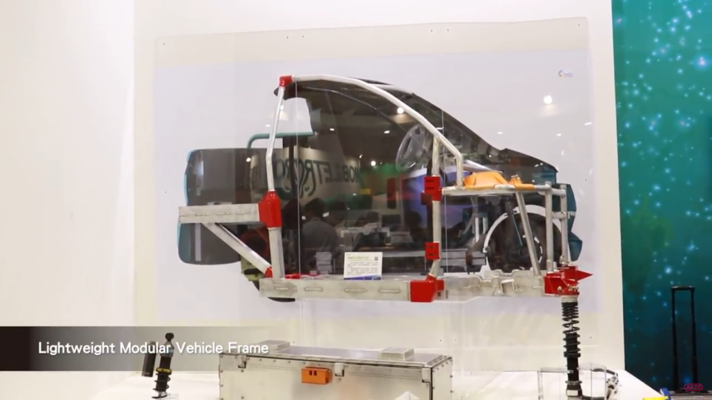 Demo showing the modular aluminum frame inside TARC's 2017 EV. Screenshot via 車輛中心 ARTC on YouTube