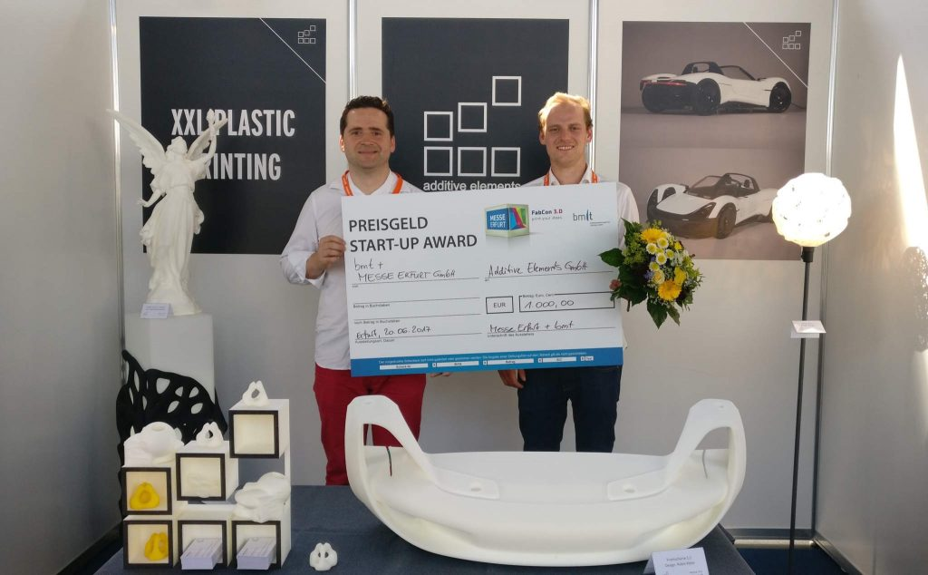 Additive Elements' Johannes Günther (Senior developer) and Thilo Kramer (CEO & CO-Founder) accepting the Messe Erfurt Start-up Award. Photo via Additive Elements.