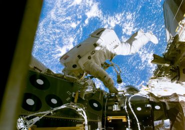 An astronaut undergoing a spacewalk aboard the ISS. Image via NASA.
