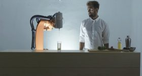 The PRINT A DRINK process uses a KUKA robotic arm. Image via Philipp Moosbrugger.