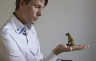 Lars Andersen with Arty Lobster 3D printed pet sculptures. Photo via Arty Lobster