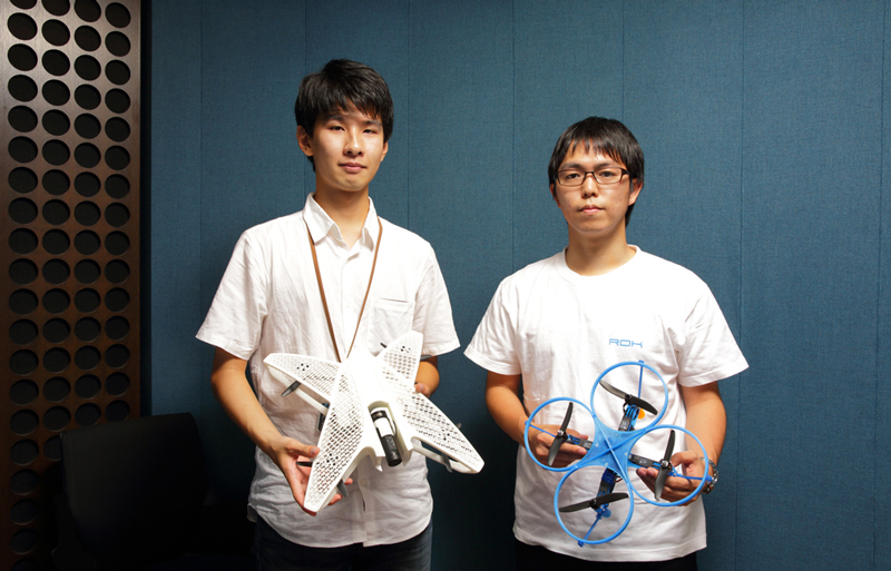 Yuki Ogasawara and Ryo Kumeda with their 3D printed drone creations. Photo via team ROK.