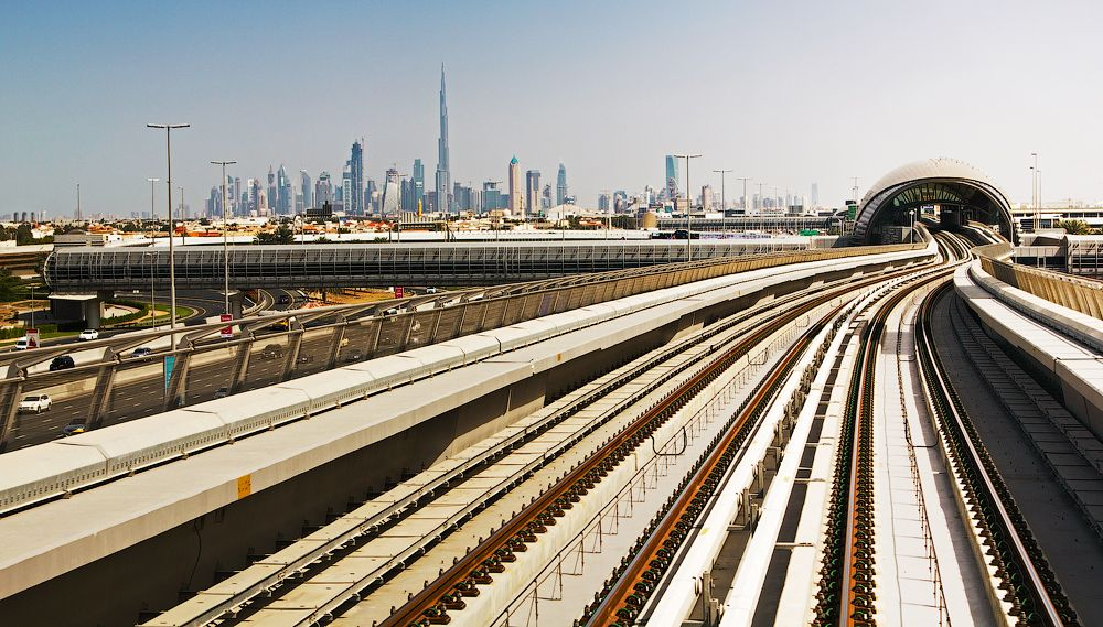 Tracks of the metro and the Dubai skyline. Photo via travel-cam.net