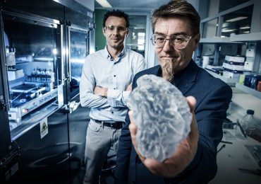 Photo shows Prof Gordon Wallace of the The Intelligent Polymer Research Institute with Dr Stephen Beinre of the Australian National Fabrication Facility Materials Node at the University of Wollongong. The IPRI is a key research strength at the University of Wollongong.