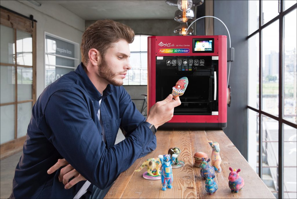 Keep an eye out for the da Vinci Color at this year's industry expos. Photo of full color objects and the 3D printer via XYZprinting