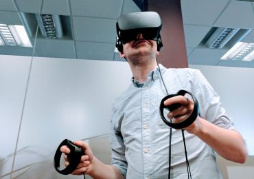 Experiencing VR at 3D Printing Industry HQ. Photo by Michael Petch.