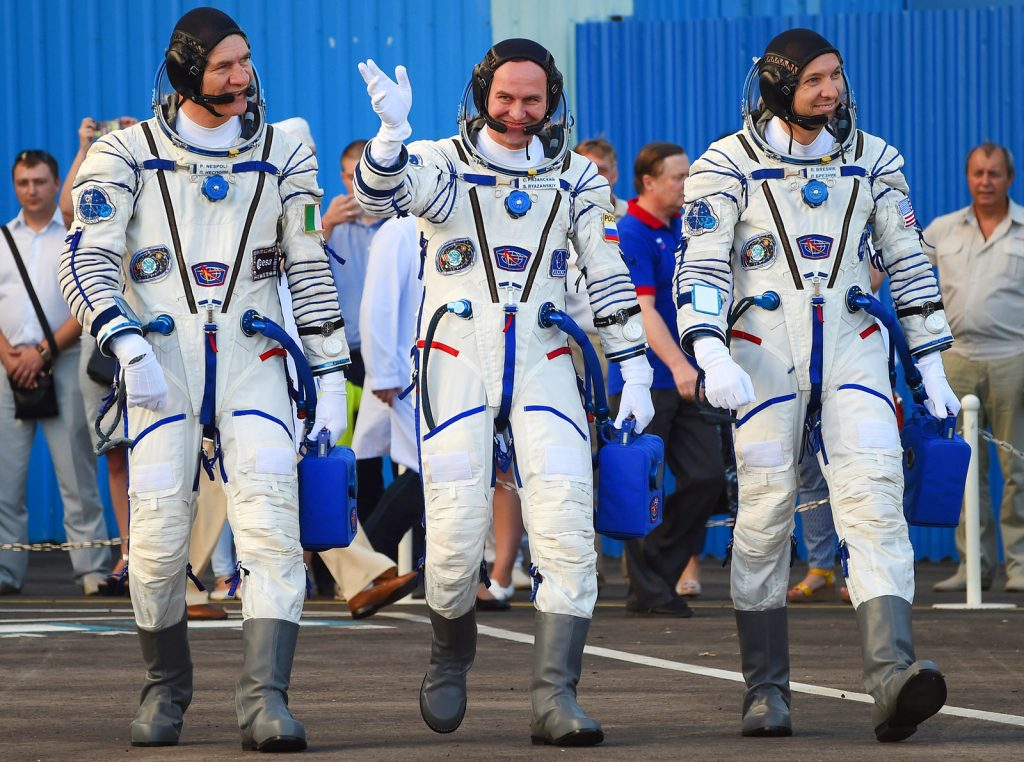 Sergei Ryazansky waving with ESA astronaut Paolo Nespoli (left) and NASA astronaut Randy Bresnik (right)