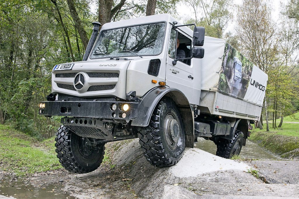 3D printed metal parts from Mercedes-Benz are now classified for installation on out-of-production truck models, including some all-wheel drive Unimog vehicles (pictured above). Photo via autobild.de