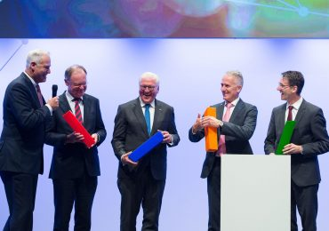 From left to right: EMO General Commissar Welcker, Prime Minister Weich, Federal President of Germany Frank-Walter Steinmeier, CECIMO President Luigi Galdabini and SAP Board Member Bernd Leukert connect the lighting elements of EMO Hannover's logo at EMO 2017. Photo via EMO Hannover.