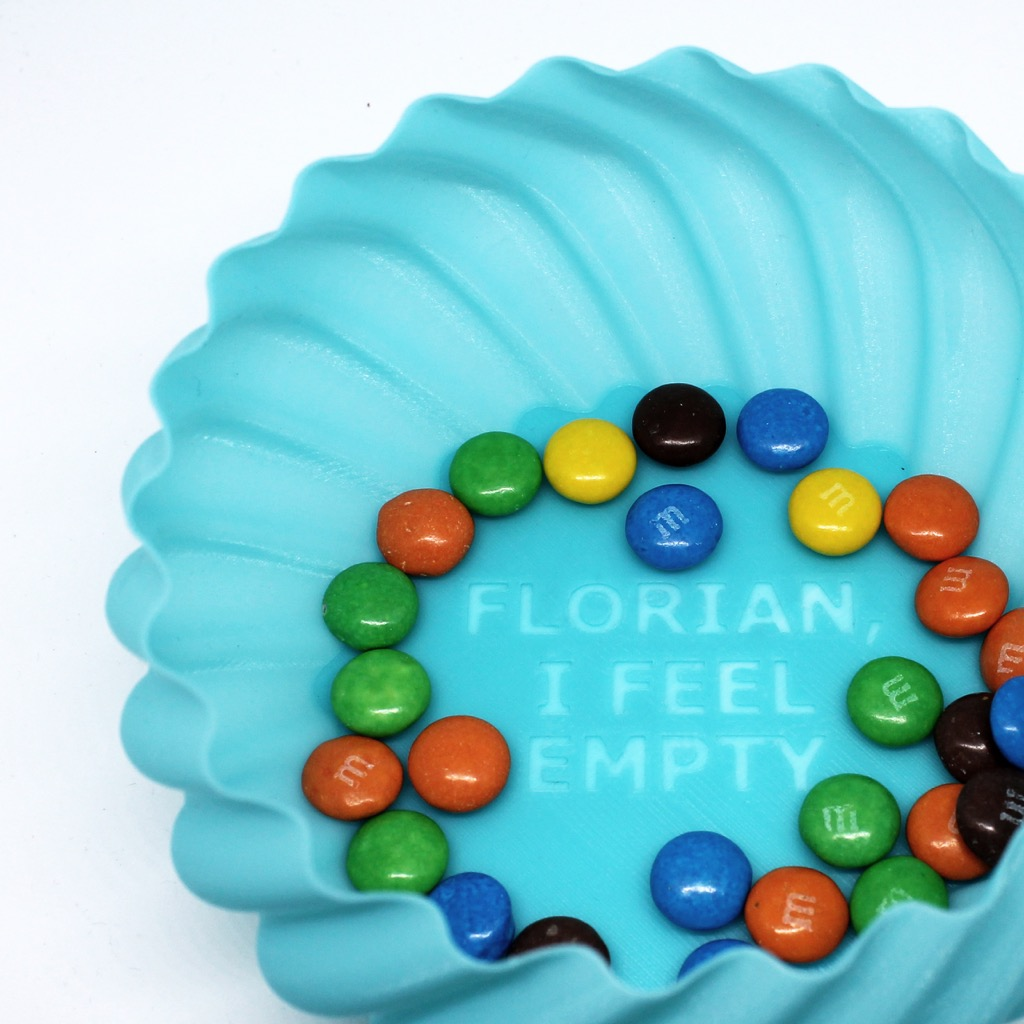 A sweet bowl customised with a personalised message - Photo via: mything