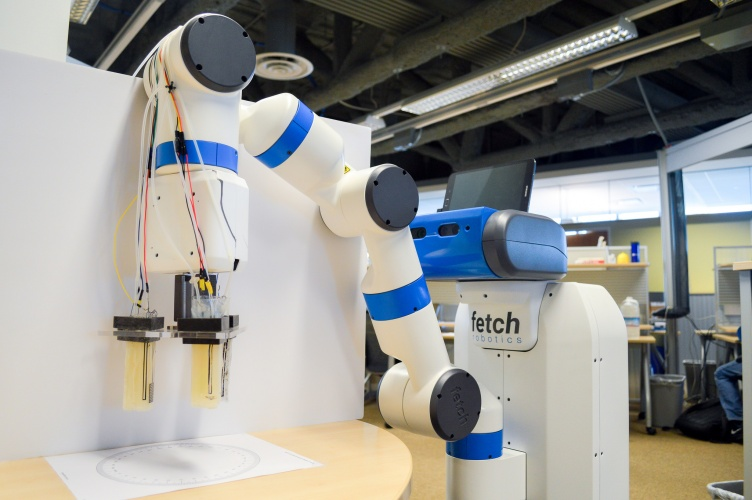 The gripper demonstrated with a fetch industrial robot at IROS Vancouver. Photo via UC San Diego.