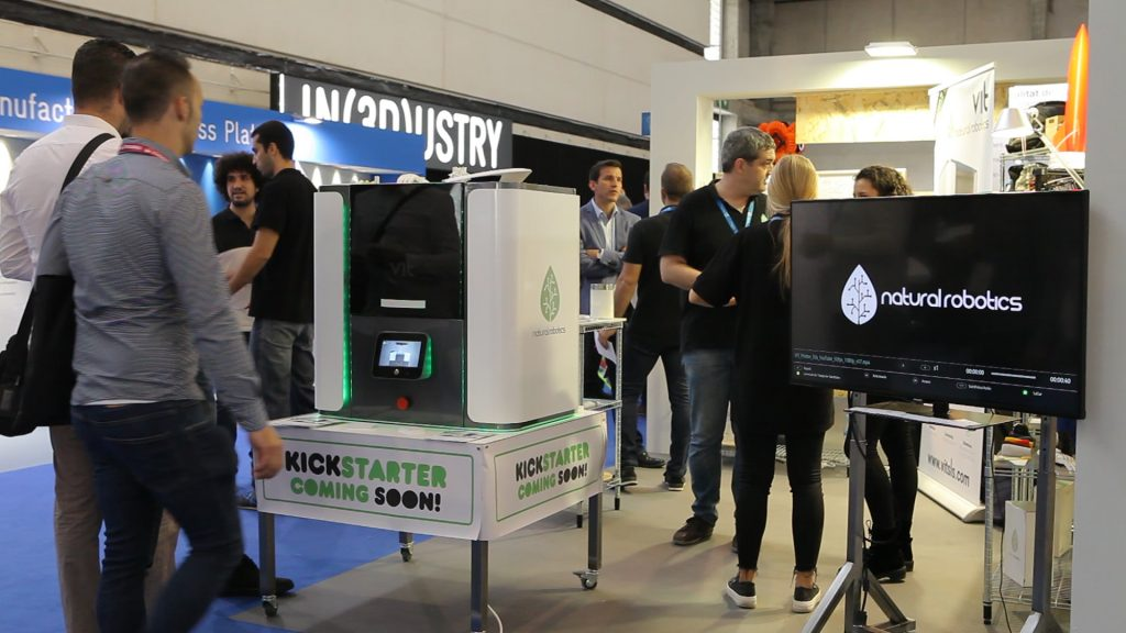 The VIT desktop SLS machine at IN(3D)USTRY 2017 in Barcelona. Photo via Natural Robotics