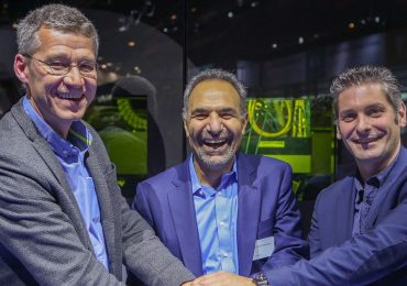 Pictured from left to right: Michel Delanaye, co-founder and CEO, GeonX, Mohammad Ehteshami, Vice President and General Manager, GE Additive, Laurent D'Alvise co-founder and CEO, GeonX. Photo via Business Wire