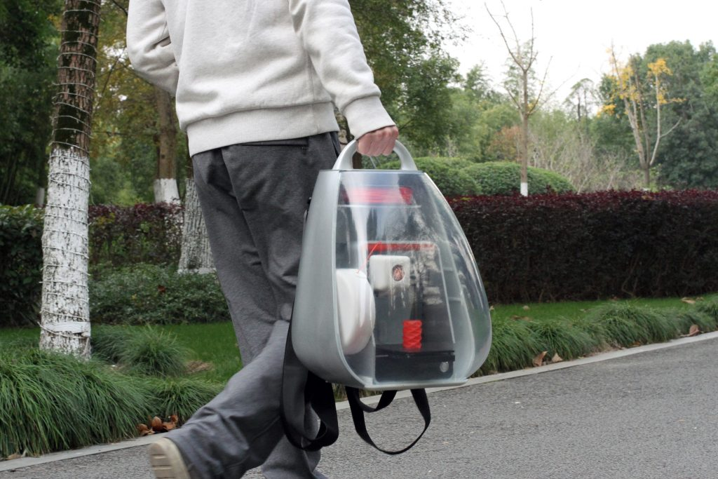 You can walk and print with the mobile 3D printing backpack. Photo via MakeX.