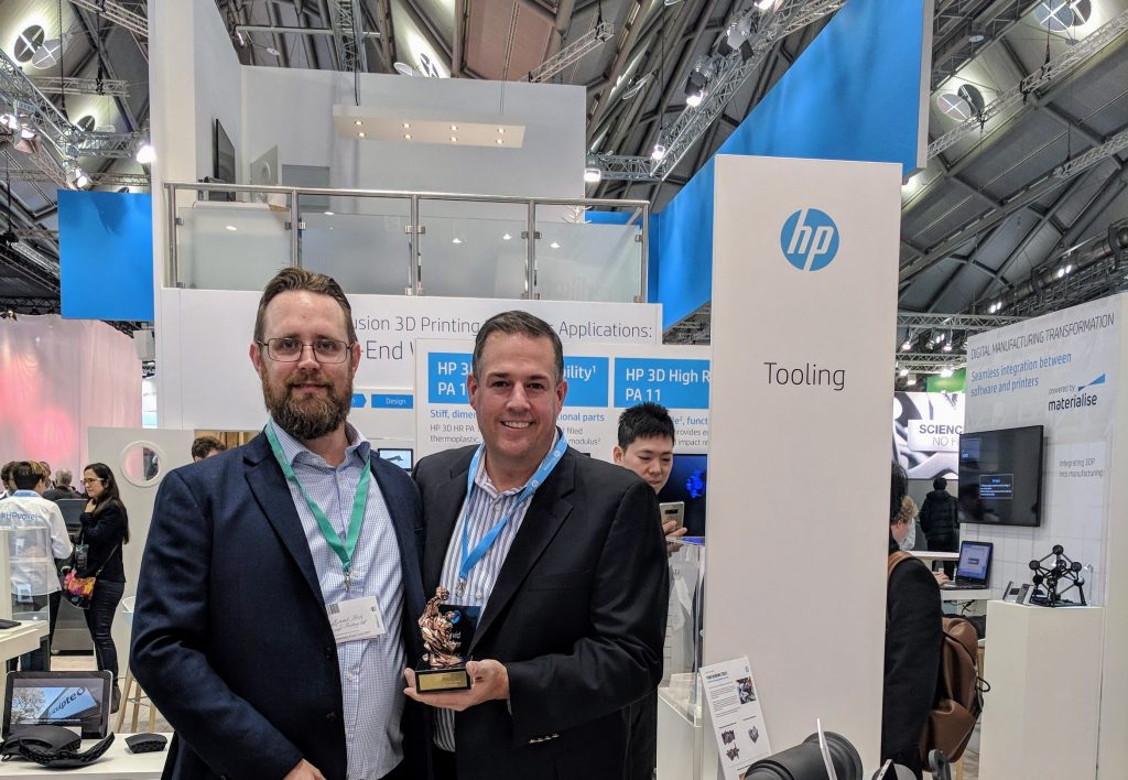 Dave Bacher, Global Head of 3D Print Marketing, HP Inc, and Michael Petch with the 2017 3D Printing Industry Award.