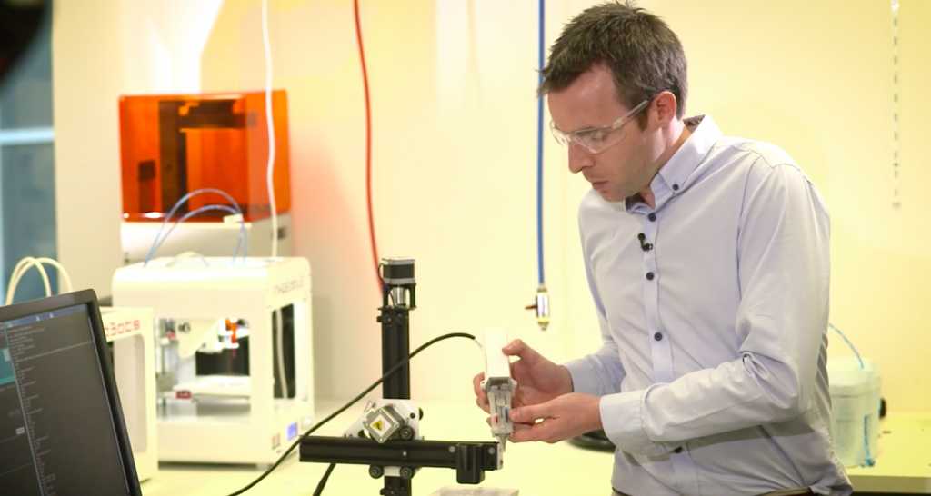 Dr Stephen Beirne explains the bioprinitng process. Photo via UOW.