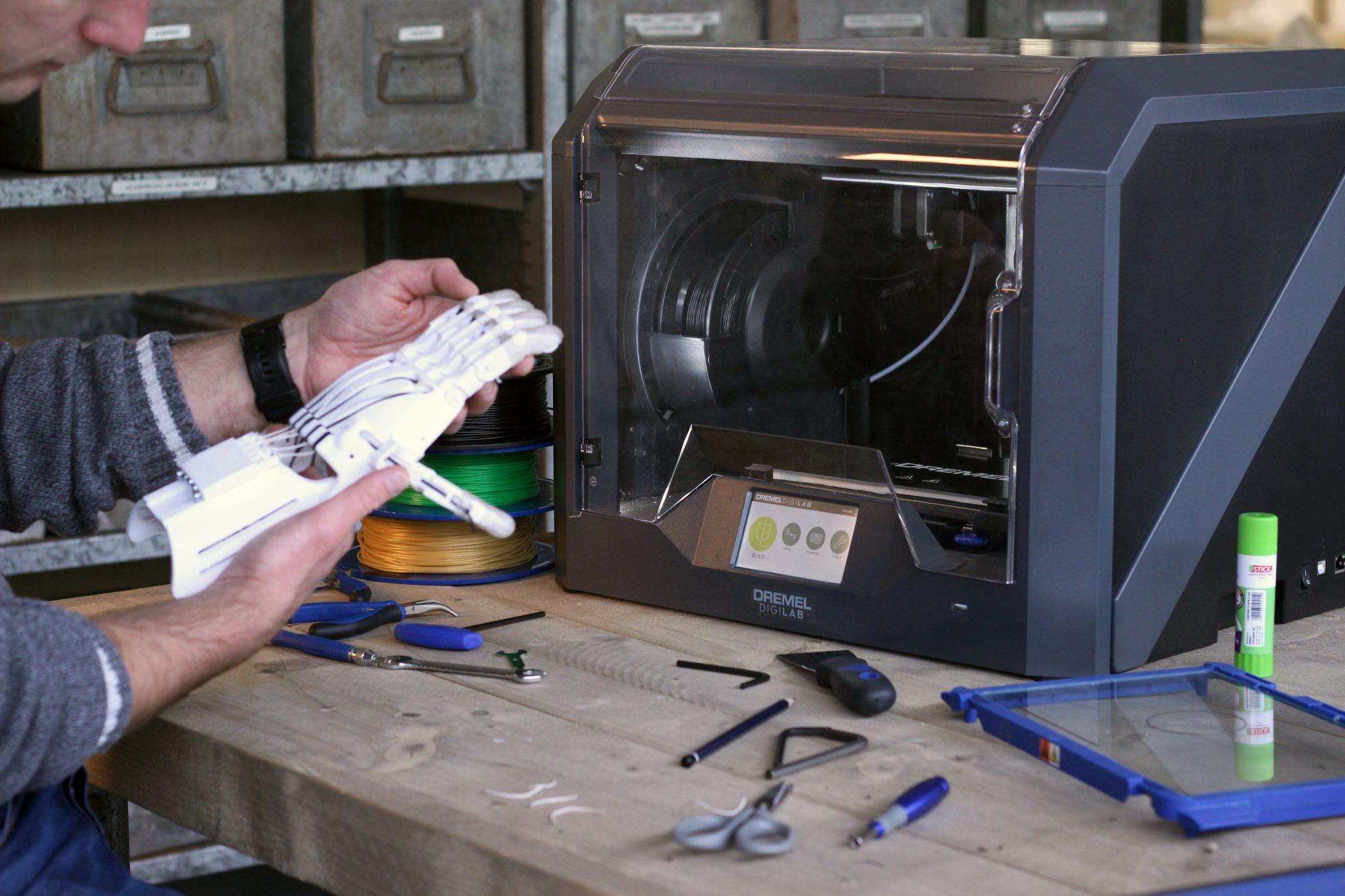 3D printing a mechanical hand on the Dremel DigiLab 3D printer. Photo via Dremel.
