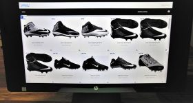 HP matches a customer to a personalized cleat selection. Photo via HP.