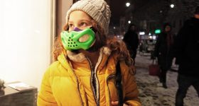 Child wearing a brifo mask. Photo via Sinterit.