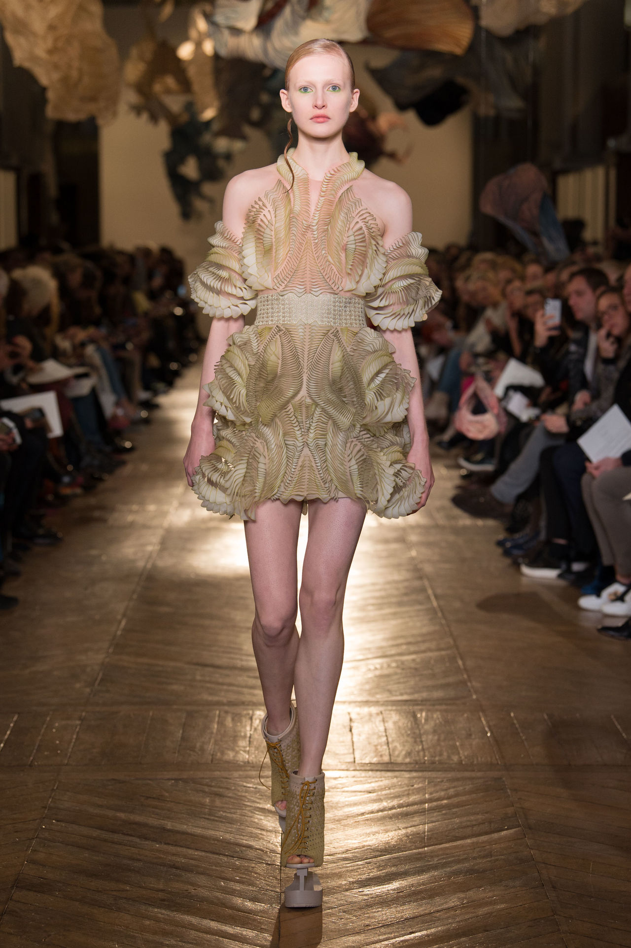 Iris van herpen 39 s couture 3d printing stars in paris for How to become a haute couture designer