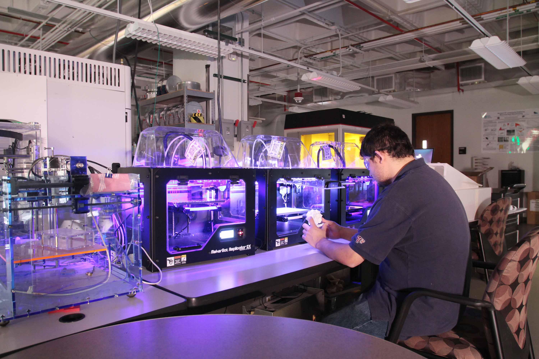 The desktop 3D printer farm at UTEP Keck Center. Photo via UTEP/Keck