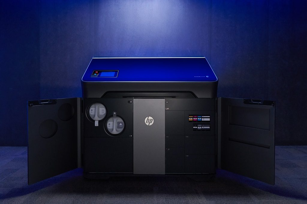 HP Jet Fusion 300/500 series 3D printer. Image via HP