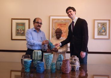 Unveiling of the 'Future Relics' with Mr. Mukherjee (Director of CSMVS), BR Pandit (Master Ceramicist), and Simon Rein (Program Manager, Google Arts & Culture). Photo via Google Arts & Culture.