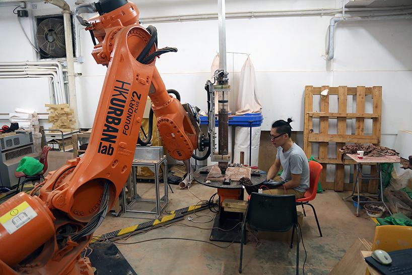 3D printing Robot at the Robotic-fabrication-LAB-HKU-ceramic-information Pavilion. Photo via Christian J Lange.