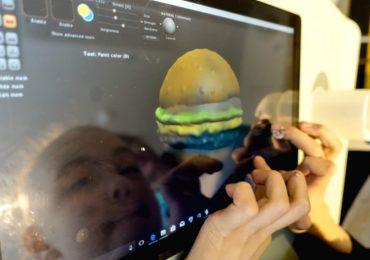 A patient sculpts a burger using Sculptris. Photo via the V&A.