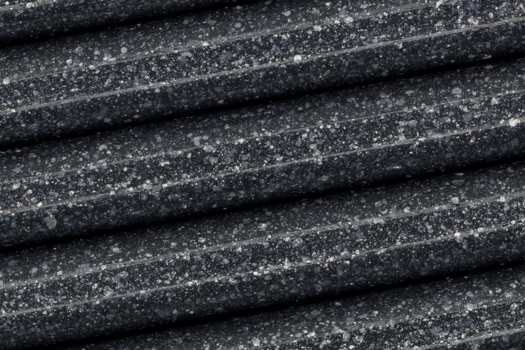 Macro image of silver glitter flecks in Fillamentum's Vertigo Grey Extrafill PLA. Photo by Jason Canning
