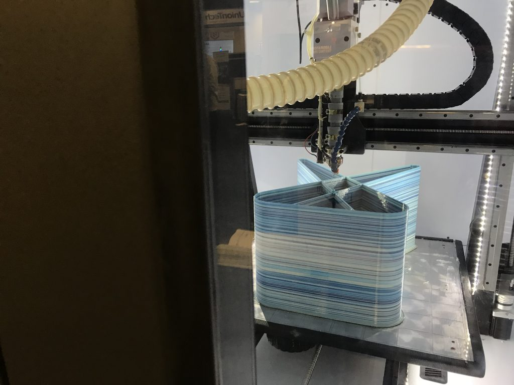 Print inside the Titan Robotics Enclosed Atlas with Pellet Extrusion at RAPID + TCT 2018. Photo by Beau Jackson
