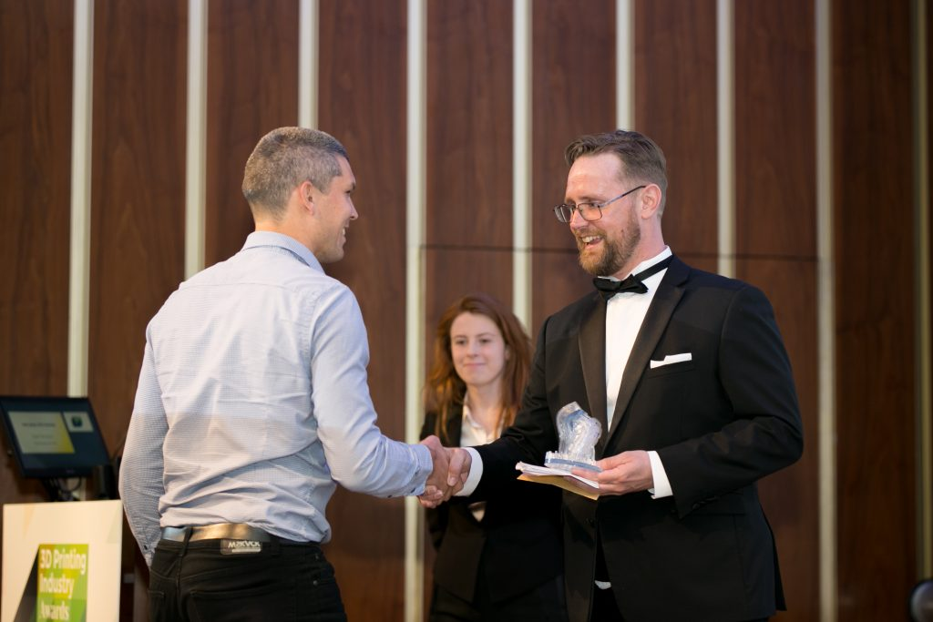 Koen Neutjens, Product Manager at Materialise collecting the award for 3D scanning application of the year.