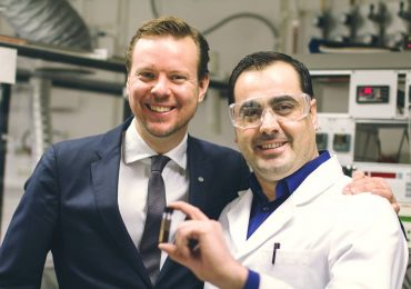 Björn Lindh (left) andDr. Mamoun Taher (right) with a sample of Aros Graphene. Photo via Graphmatech