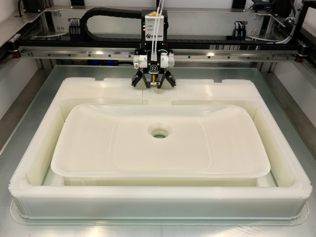 3D printing in progress on the Builder Extreme 1000. Photo via Builder 3D