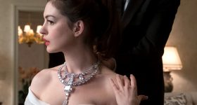 Anna Hathaway (Daphne Kluger) wears the Cartier diamond necklace in Ocean's 8. Photo by Barry Wetcher © 2018 Warner Bros. Entertainment Inc.