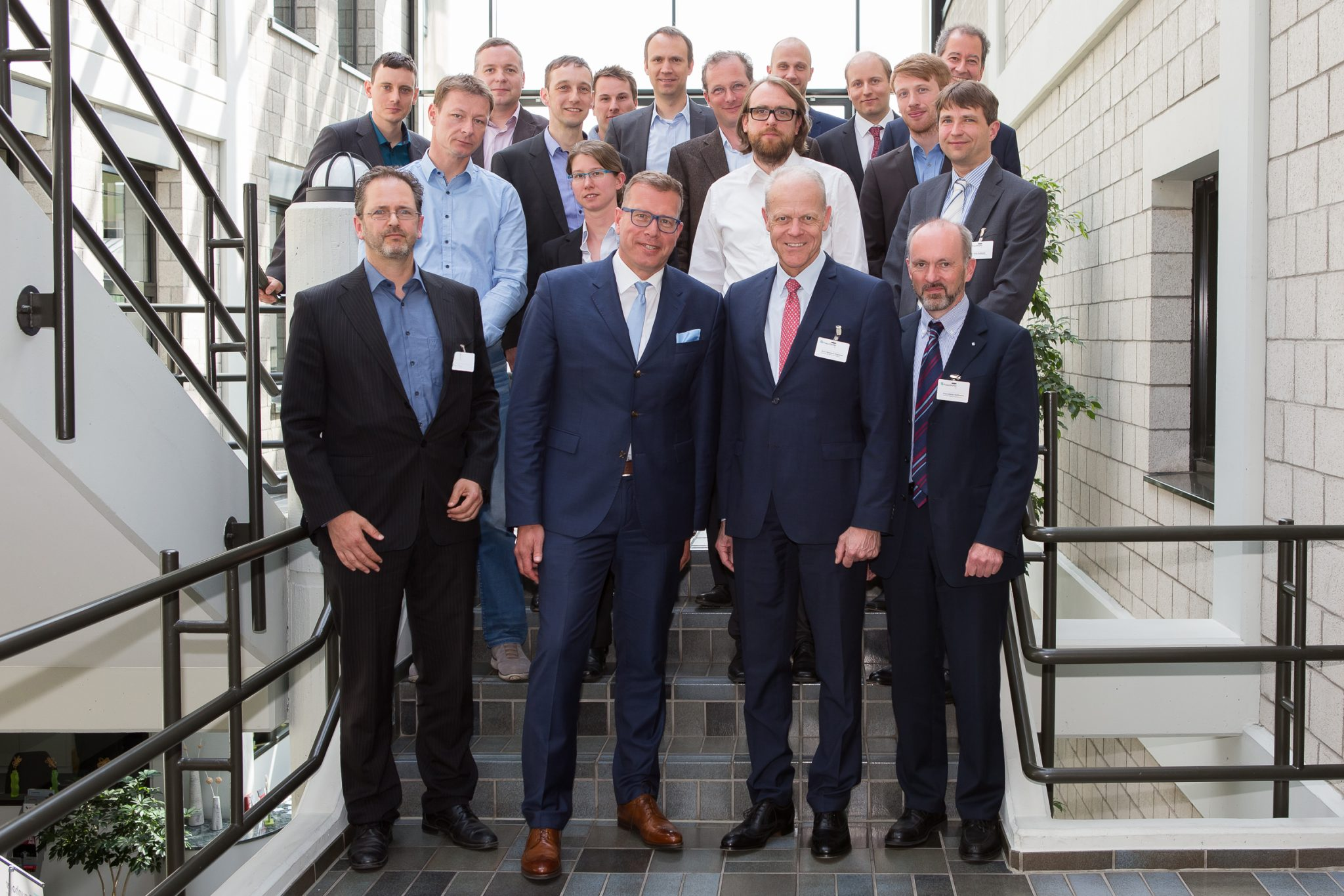 Partners of the Fraunhofer Cluster of Excellence met for the kick-off meeting on May 2, 2018 in Aachen. The coordinators: Cluster director Prof. Reinhart Poprawe, Fraunhofer ILT (front row, second from right), and Prof. Andreas Tünnermann, Fraunhofer IOF (front row, second from left). Photo via Fraunhofer ILT.