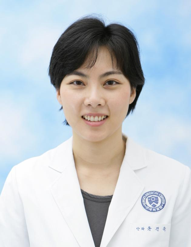 Professor Yoon Jin-sook, leader of the Artificial Eye Project. Photo via Kore Biomedical Review.