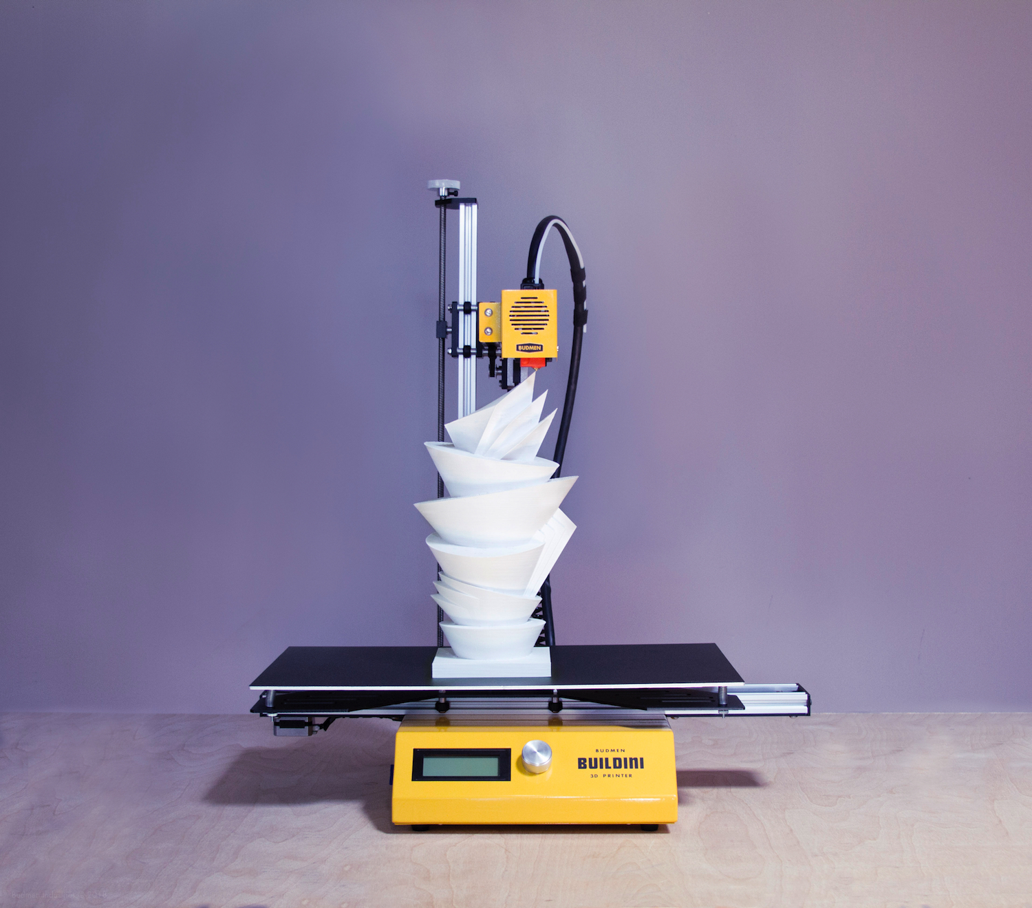 The Budmen Buildini 3D printer creating an artistic sculpture. Photo via Budmen Industries.