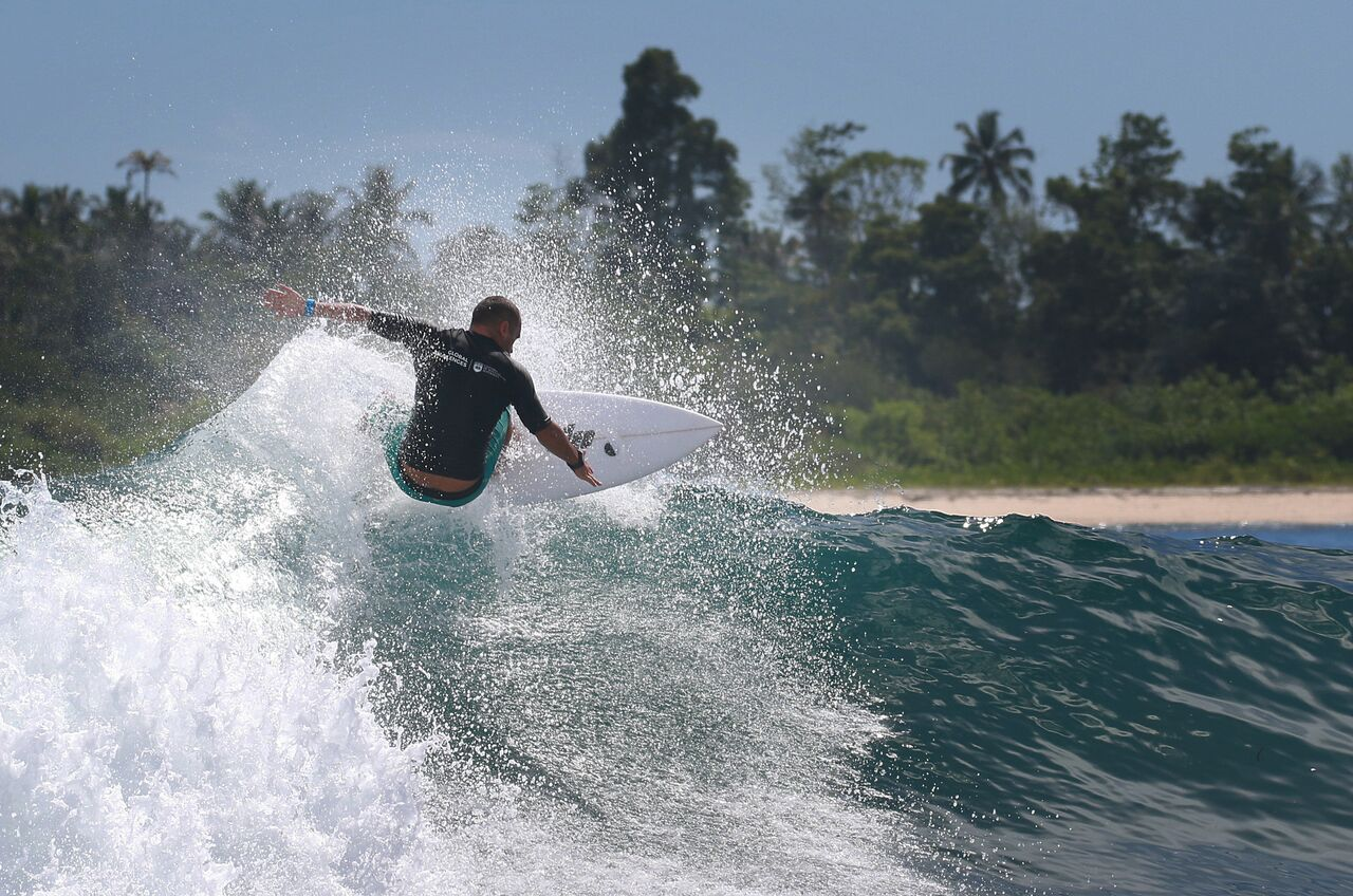 UOW surfer testing the 3D printed fin in the Mentawai Islands ocean. Photo via UOW.