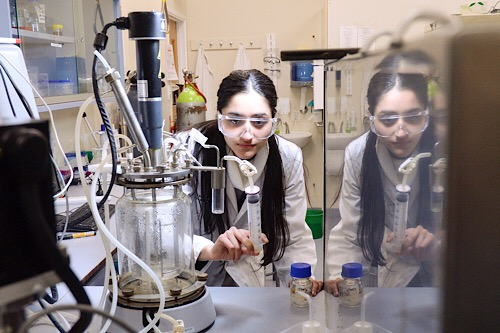 Shalini Guleria in the Waikato research laboratory. Photo via University of Waikato.