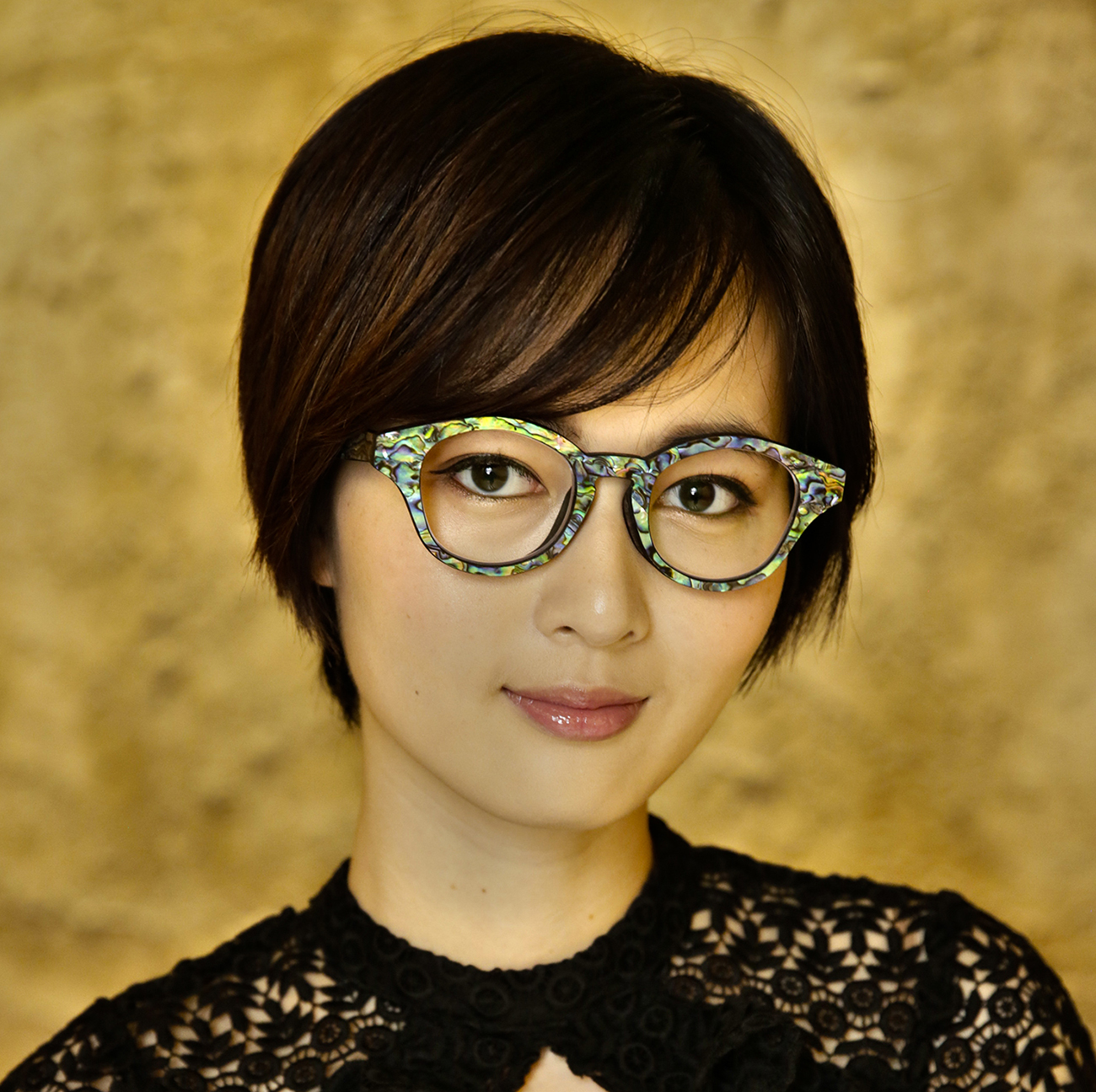 Custom glasses made by the 3DNA Eyewear system. Photo via Eye-DNA.