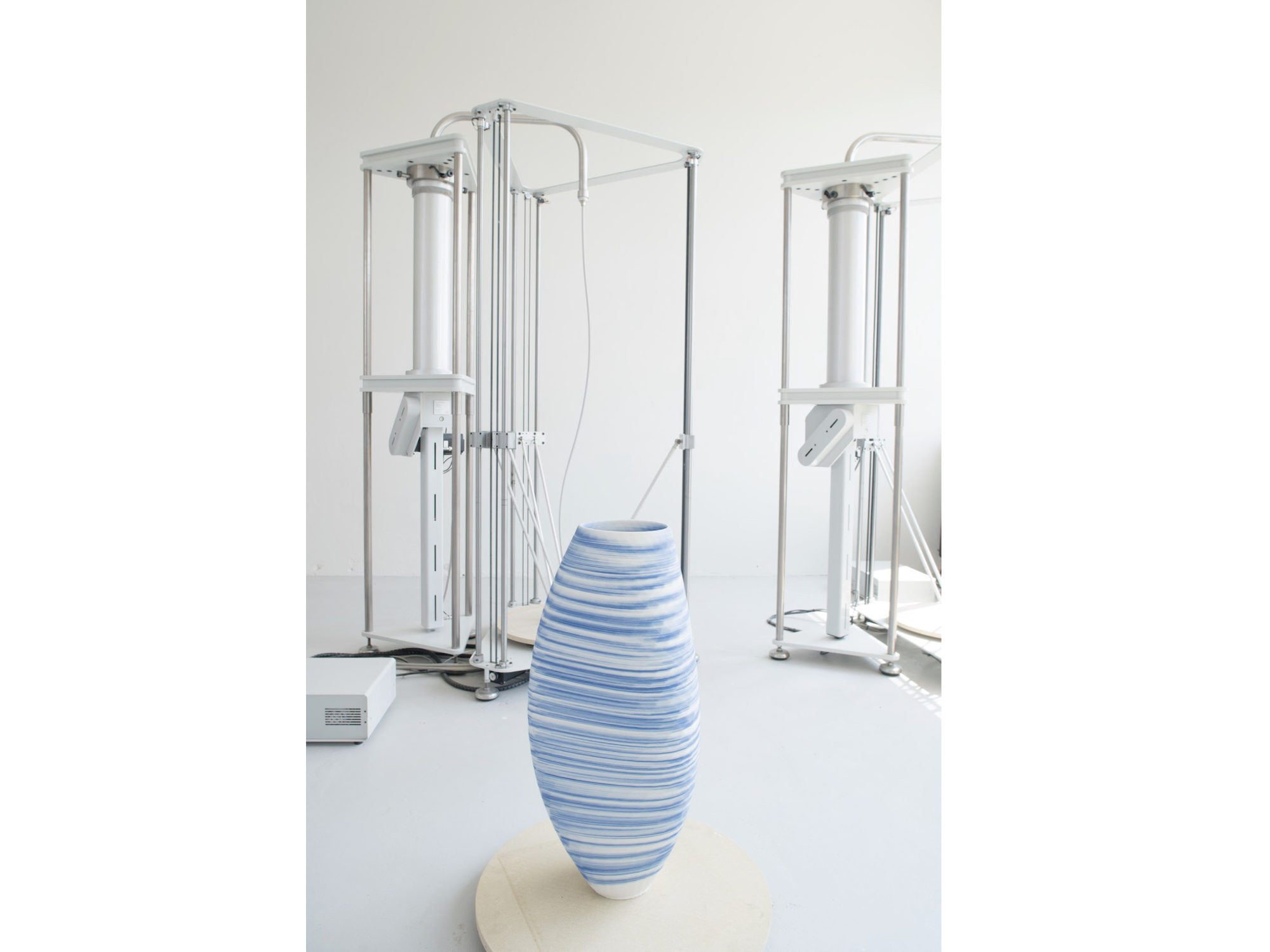 3D printed Delftware vase. Photo via Olivier Van Herpt.