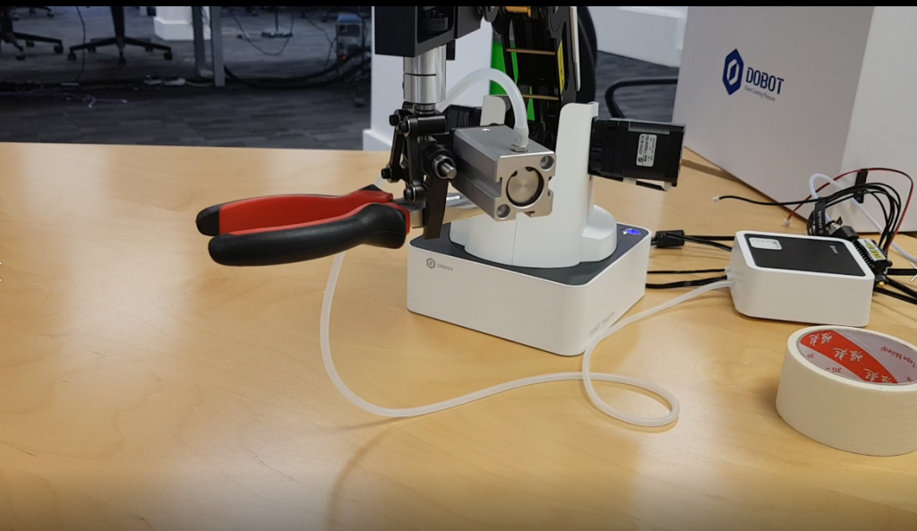 The arm moves heavier objects with ease and keeps them level. Photo via 3D Printing Industry