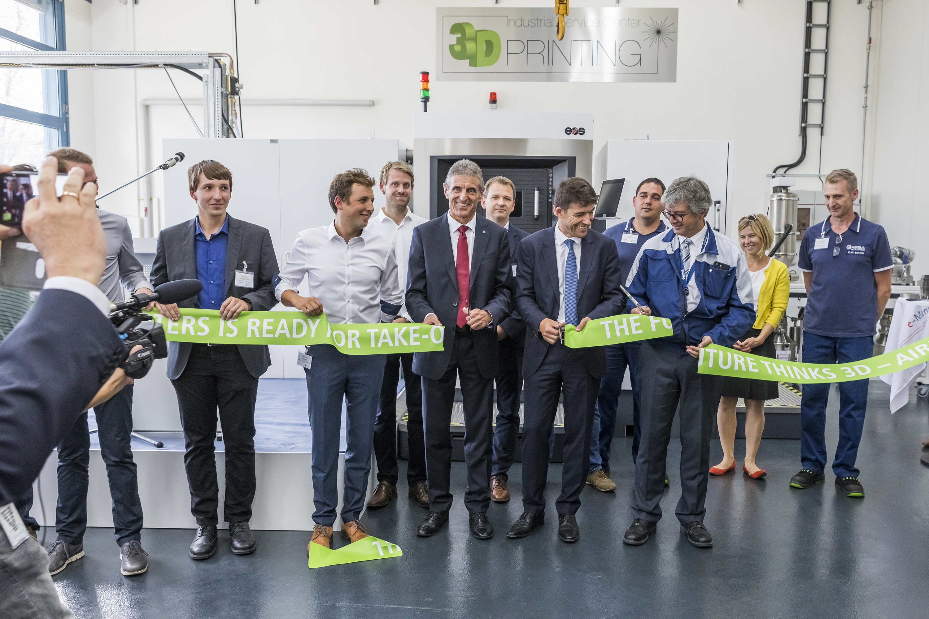 From left to right: Andreas Stöckle, Head of Industrial Site Airbus Helicopters Donauwörth, Bruno Even, CEO Airbus Helicopters, Christian Cornille, Head of Industry Airbus Helicopters do the ribbon cutting for the industrial metallic 3D printing at Airbus Helicopters in Donauwörth. Photo via Airbus Helicopters.